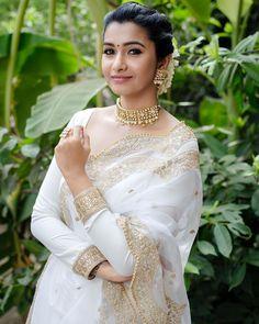 6 Looks Of Actress Priya Bhavani Shankar That Are Perfect For Bridesmaids! Priya Bhavani Shankar, Actress Priya, Tamil Actress, White Saree Wedding, White Sari, Wedding Sarees, Saree Poses, Dress Indian Style, Indian Wear