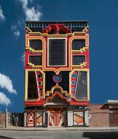"Bolivian architect Freddy Mamani is aiming to imbue culture, colour and personality into the ""monochrome"" city of El Alto. Bolivia, Landscape Architecture, Interior Architecture, Creative Architecture, Interior Design, Transformers, Colourful Buildings, Modern Buildings, Digital Portrait"