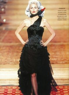 Givenchy by Alexander McQueen, F/W 1997 Haute Couture Fashion History, 90s Fashion, Fashion Art, Runway Fashion, Fashion Show, Fashion Design, Black Swan Costume, Fashion Creator, Alexander The Great