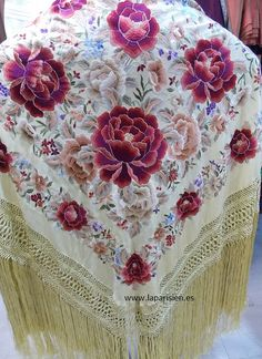 Mantón de Manila Folk Embroidery, Embroidery Fashion, Bright Flowers, Lace Flowers, Irish Crochet, Crochet Lace, Silk Shawl, Irish Lace, Flower Dresses