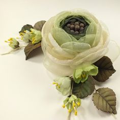 Купить Фея Лесной Яблони. Брошь из ткани и натуральной кожи - салатовый, светло-зеленый, молочный