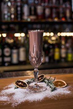 Koktajl z kakao - Przepisy na świąteczne drinki New Menu, Flute, Tableware, Christmas, Food, Recipes, Ideas, Gastronomia, Xmas