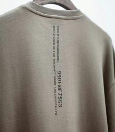 무기 번호 웨폰 넘버 맨투맨 디자인 디테일 스웨트 셔츠 베이지 색상 갈색 컬러 Tee Design, Print Design, Funny Design, Mode Streetwear, Apparel Design, Mens Tees, Printed Shirts, Shirt Designs, T Shirt