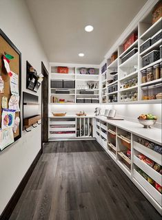 33 Favorite Farmhouse Pantry Decor Ideas And Design - FARMHOUSE- I was noticing the other day that there are some great ideas across the web for adding farmhouse style to an ordinary pantry. From shiplap, to barn doors, and open shelving with printabl… Kitchen Butlers Pantry, Pantry Room, Kitchen Pantry Design, Pantry Closet, Kitchen Organization Pantry, Pantry Storage, Butler Pantry, Walk In Pantry, New Kitchen