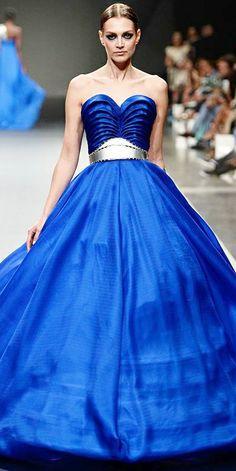 CESPINS ❤ Ezra, Fashion Forward Dubai Season. Het blauw met zilver waar een donkere lente (L3) en een lichte winter (W1) heel mooi in staan. De donkere lente is het enige type die zilver én goud kan hebben!