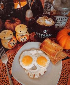 Casa Halloween, Halloween Home Decor, Halloween Treats, Happy Halloween, Halloween Party, Halloween Decorations, Halloween Season, Fall Recipes, Holiday Recipes