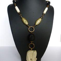 """Collier de style ethnique """"safari """" , éléphant  céramique artisanale ,perles bois et résine,graines"""