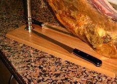 ¿Sabes cómo conservar tu jamón en el jamonero?  #jamon #jamoniberico Butcher Block Cutting Board, Acorn, Knives