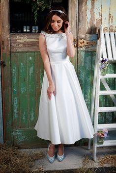 Amanda Wyatt 2016 Wedding Dresses — Promises Of Love Bridal Collection : http://www.itakeyou.co.uk/wedding/amanda-wyatt-2016-wedding-dresses #weddingdress #weddinggown
