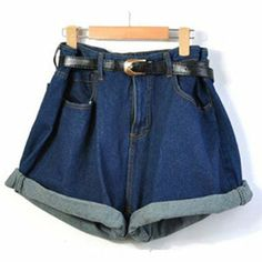 Show off your stylistic skill and wear this geometric loose high waist denim shorts.The shorts waist is big and loose fit, use the belt to adjust it until you get the style you want or make the turn u Mode Outfits, Short Outfits, Classic Outfits, Grunge Outfits, Summer Outfits, Jeans Pants, Jean Shorts, Loose Shorts, Women's Shorts