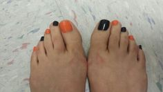 Black and orange Halloween toes