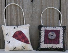 Free Pattern to make holiday ornaments or doorhangers.