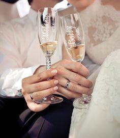 wedding party toasting flutes