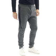 Комфортен #мъжки #спортен #панталон в #сив цвят, изработен от 100% памук, със стесняващи се крачоли, завършващи с ластици, с два предни джоба, десният от който – с цип.