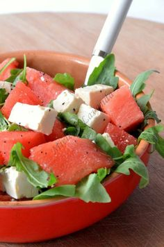 Insalata di anguria e feta, ricetta estiva Vegetarian Italian, Gym Food, Cooking Recipes, Healthy Recipes, Cooking Time, Slow Food, Vegan Dishes, Light Recipes, Food Inspiration