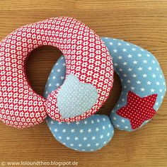Sewing For Men DIY tutorial on sewing neck pillows / neck pillow for children / www. Bag Patterns To Sew, Sewing Patterns Free, Love Sewing, Sewing For Kids, Waterproof Picnic Blanket, Fabric Basket Tutorial, Layer Cake Quilts, Sewing Projects For Beginners, Sewing Clothes