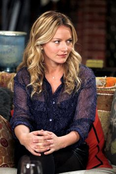 Becki Newton! One of my favorite actresses. She was great as Quinn from HIMYM too :)