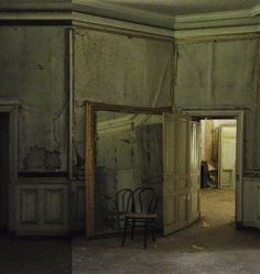 Decadent decay, abandoned, elegant, eclectic.  source -Rydeng`s blog...: Undone