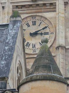 Stone clock face - (CC)David Galbraith - www.flickr.com/photos/galbraith/3080965840/in/photostream/