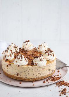smör Fyllning: 400 g färskost – t. Köstliche Desserts, Best Dessert Recipes, Sweet Recipes, Delicious Desserts, Cake Recipes, Spaghetti Eis Dessert, Piece Of Cakes, No Bake Cake, Sweet Tooth