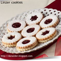 Cookie Recipes, Dessert Recipes, Linzer Cookies, Christmas Party Food, Christmas Eve, Romanian Food, Homemade Cakes, Sweet Tooth, Bakery