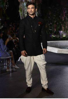 Traditional Indian men's fashion style file: Manish Malhotra kurta and Jodhpur pants worn by Sushant Singh Rajput Fashion Week 2016, Lakme Fashion Week, Milan Fashion Weeks, London Fashion, Fashion Fashion, Indian Celebrities, Bollywood Celebrities, Famous Celebrities, Celebs
