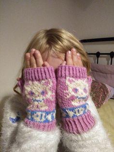 Pulsvärmare Novita Nalle Fingerless Gloves, Arm Warmers, Fashion, Mittens, Moda, Cuffs, Fashion Styles, Fingerless Mitts, Fingerless Mittens