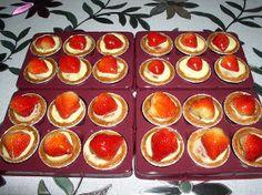 Reteta de acasa: Mini tarte cu fructe Sweets Recipes, Desserts, Mickey Party, Biscuits, Cheesecake, Muffin, Pudding, Mai, Cooking