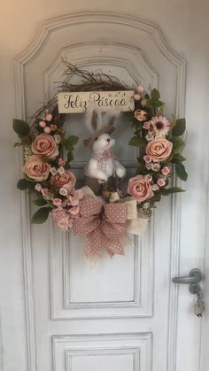 These Easter crafts for adults are not only great DIY projects but will take centre stage at your Easter gathering. The bunny wreath is our favourite. Diy Fall Wreath, Wreath Crafts, Fall Wreaths, Christmas Wreaths, Floral Wreaths, Summer Wreath, Diy Easter Decorations, Christmas Decorations, Diy Osterschmuck