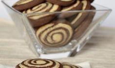Zrkadlová glazúra na torty a múčniky | Božské recepty Cereal, Almond, Cookies, Breakfast, Food, Basket, Crack Crackers, Morning Coffee, Biscuits