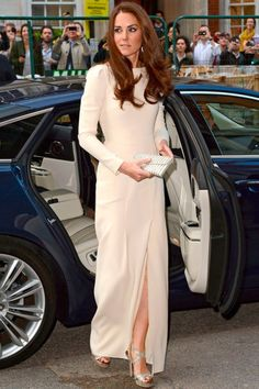5.08.12   The Duchess, in Roland Mouret gown w/ Jimmy Choos, at a dinner in Prince William's honor at Claridge's London
