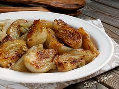 Questi finocchi al burro sono un contorno facilissimo da preparare e molto appetitoso. Il formaggio con cui vengono cosparsi li rende gustosissimi.
