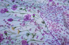 Copripiumino Kyan rosa  Bel giardino di fiori ondeggiati dal vento tra fiordalisi e erbe selvatiche sarà come dormire con il mese di maggio tutto l'anno.