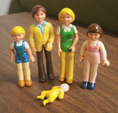 Vintage 1979/1981 Fisher Price Dollhouse Family figures - Mom, Dad, and Kids – blond child, brunette child, and baby – 5 piece doll set by RetrowareExchange on Etsy
