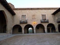 davidmalabarista 2.0: De turismo por el Matarraña Cantavieja. Plaza de Cantavieja (Ayuntamiento)