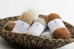 Baby Alpaka Wolle gebürstet von Steirerland Alpakas Baby Alpaca, Wicker Baskets, Fashion Styles, Alpacas, Get Tan, Woven Baskets