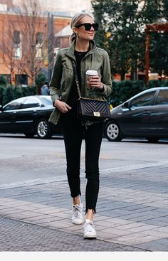 How to wear green jacket casual street styles 23 ideas Brunch Outfit, Mode Outfits, Girl Outfits, Casual Outfits, Fashion Outfits, Fashion Shoes, Fashion Accessories, Black Women Fashion, Look Fashion