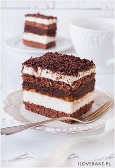 "Chocolate and Vanilla Mousse Cake (Ciasto ""kukułka"", najlepszy – przepis) Polish Desserts, Polish Recipes, Cookie Desserts, Cookie Recipes, Dessert Recipes, Cupcake Cakes, Cupcakes, Chocolate Belga, Homemade Cakes"