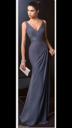 Fashion and glamour Pretty lady in an elegant evening gown Dress to impress Beautiful Gowns, Beautiful Outfits, Gorgeous Dress, Stunning Dresses, Pretty Outfits, Bridesmaid Dresses, Prom Dresses, Dresses 2016, Dress Prom