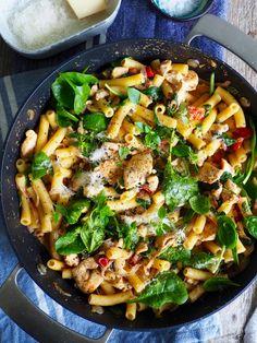 Pasta med bacon, kylling og spinat Snack Recipes, Cooking Recipes, Healthy Recipes, Snacks, Recipe Boards, Dinner Is Served, Paella, Food Inspiration, Nom Nom