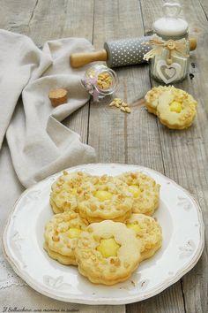 BISCOTTI DELLA NONNA CON CREMA E PINOLI frollini perfetti da pasticceria! #biscotti #nonna #frollini #crema #pinoli #giallozafferano #gialloblogs #ricette #recipes