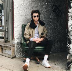 Boys, stranger things, and cute image Stranger Things Funny, Stranger Things Netflix, Long Island, Joe Kerry, Beautiful Men, Beautiful People, Steve Harrington, Cute Images, Lady Gaga