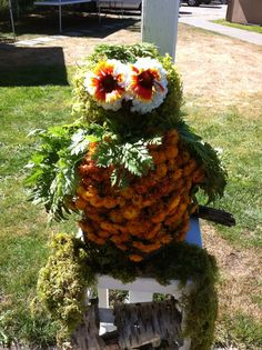 BC Floral Art - Land art entry August 2016 Land Art, Floral Design, Floral Wreath, Bee, Wreaths, Fall, Home Decor, Autumn, Homemade Home Decor