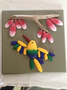 humming bird, I want to do this for out on our back porch where the hummer feeds each day Stone Crafts, Rock Crafts, Cute Crafts, Crafts To Make, Arts And Crafts, Pebble Painting, Pebble Art, Stone Painting, Painted Rocks