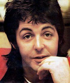Beatlemaníaca desde eu ainda me surpreendo com fotos incríveis dos Beatles [e que eu NUNCA tinha visto na vida]. Beatlemaniac since I am still surprised by incredible pictures of the Beatles [and that I had NEVER seen in my life]. The Four Loves, The Fab Four, Sir Paul, John Paul, The Beatles Members, Paul And Linda Mccartney, Daddy Issues, Saddest Songs, Ringo Starr