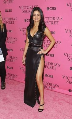 Selena Gomez Reveals Why She Wore Blue Contacts at the Victoria's Secret Fashion Show Selena Gomez Photoshoot, Selena Gomez Fotos, Selena Gomez Outfits, Selena Gomez Pictures, Selena Gomez Style, Sexy Dresses, Nice Dresses, Selena And Taylor, Fashion Shows 2015
