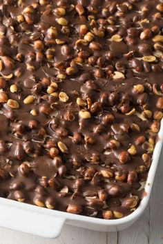 Buster Bar Ice Cream Cake Recipe: All the amazing layers of Dairy Queen Buster Bars in an easy treat! Ice cream, fudge, peanuts, and chocolate. Ice Cream Treats, Ice Cream Desserts, Ice Cream Recipes, Ice Cream Taco, Köstliche Desserts, Frozen Desserts, Summer Desserts, Frozen Treats, Smores Dessert