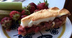 Rabarbra- og jordbærpai med marengslokk Hamburger, Sandwiches, Baking, Ethnic Recipes, Food, Bakken, Eten, Hamburgers, Bread