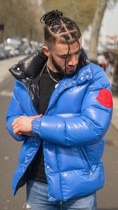 Cool Jackets, Winter Jackets, Modern Mens Fashion, Pvc Raincoat, Mens Trends, Modern Man, Puffer Jackets, Moncler, Hot Guys