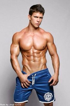 Sexy muscle twinks